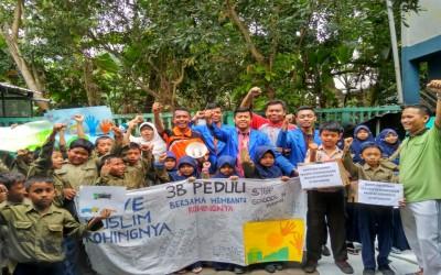 Aksi Peduli Rohingnya Siswa MIM Patikraja